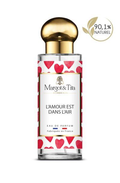 Parfum 30ml L'amour est dans l'air de la marque Margot&Tita. Senteur florale composée en tête de bergamote, mûre, jasmin, pomme, en cœur de fleur d'oranger, pivoine, muguet et en fond santal, musqué, vanillé, patchouli.