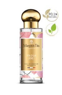 Parfum 30ml Y'a d'la joie de la marque Margot&Tita. Senteur gourmande composée en tête de poire, mandarine, cassis, en cœur pêche, sucre de canne, fleur d'oranger et en fond ambre, patchouli, vanille, santal, musc.